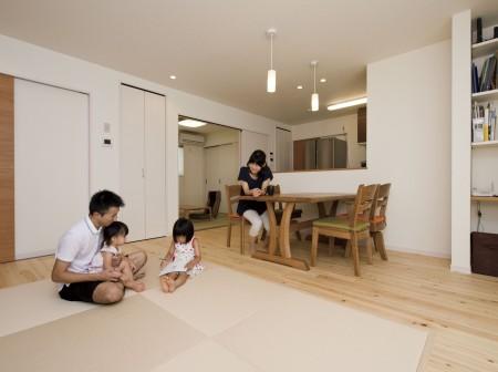アウトドア好きにぴったりな広々土間収納の家