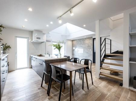 家族がつながる高性能な二世帯住宅